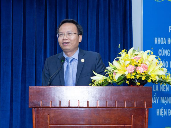 Ông Mai Thanh Phong - Hiệu trưởng Trường ĐH Bách Khoa phát biểu